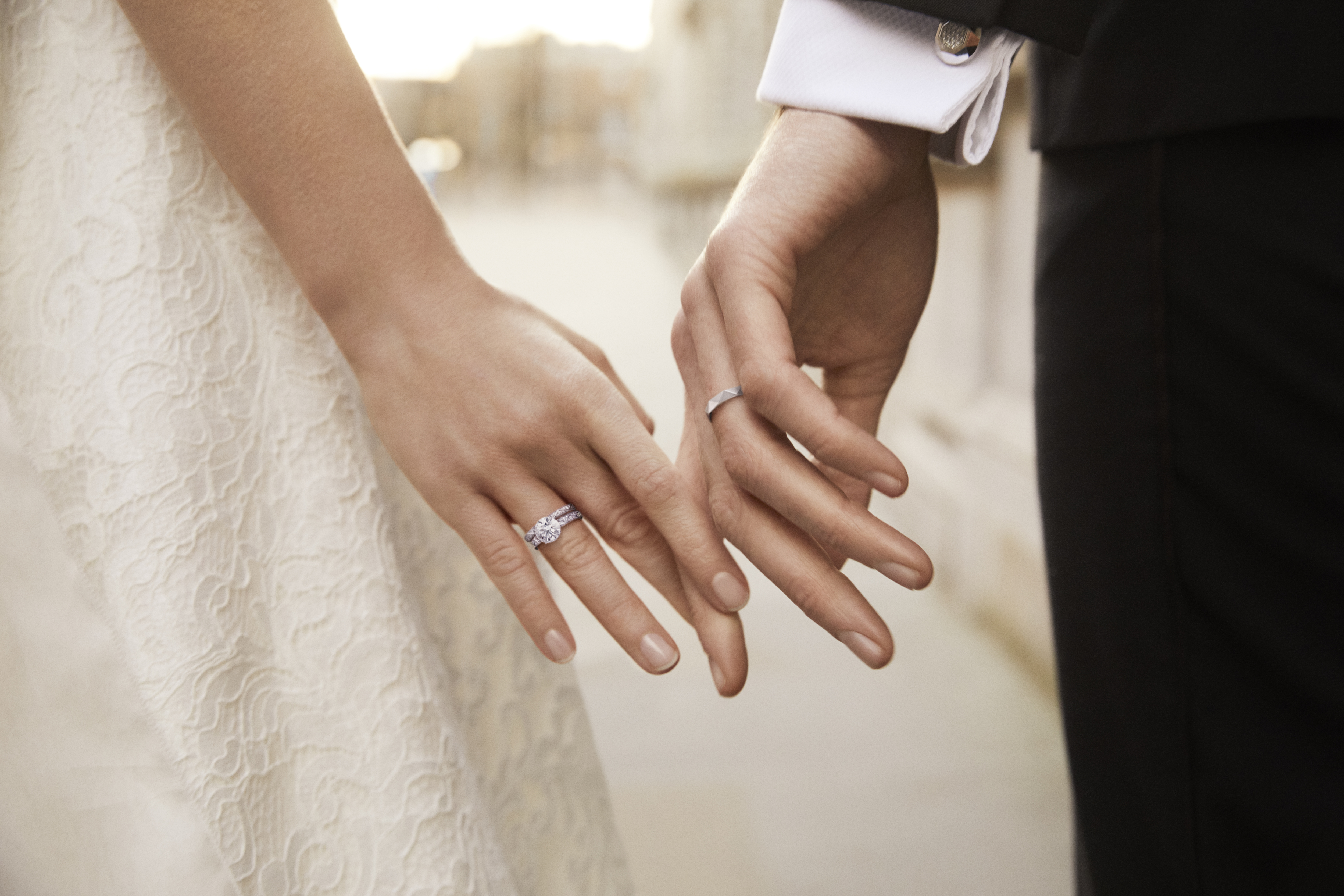 格拉夫呈献全新# FallInLoveWithGRAFF婚嫁珠宝宣传广告